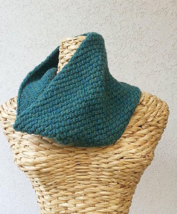 Green neck warmer by Stefily on Etsy