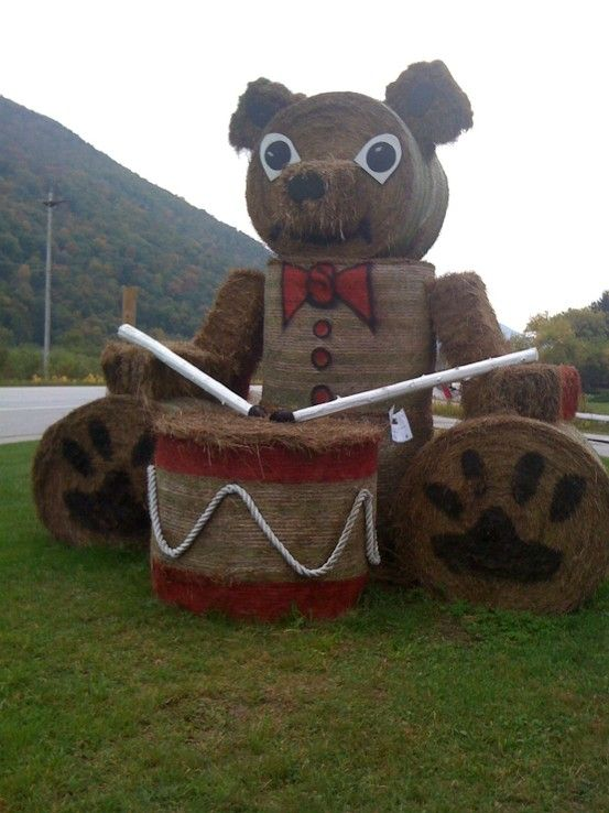 Cool hay bale sculpture for Vermont