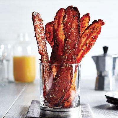 Comment rendre le bacon encore plus irrésistible? En y mettant du sirop d'érable et des graines de fenouil.