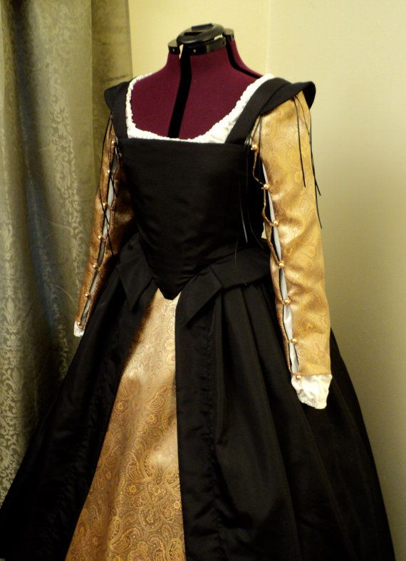 Black and Gold Renaissance Elizabethan Dress by CourtlyClothier, $295.00    Different colors for sure.