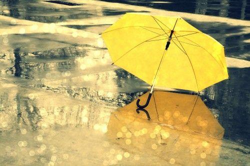 Обои желтый, дождь, зонт, вода, разное, капли, мокро, зонтик на рабочий стол 113168