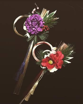 プリザーブドフラワーというウエディングなどでも使われるお花。 これを使って作る豪華な水引飾りは、和にも洋にも合わせやすいモダンなお正月飾りとして活躍します。