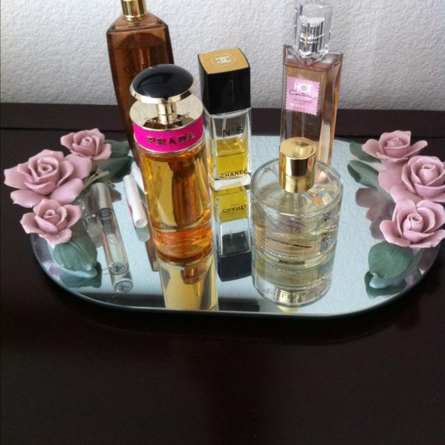 Vintage perfume trayPerfume Holders, Vintage Perfume, Perfume Trays, Perfume Display, Sweets Perfume, Perfume Glasses, Perfume Junkie