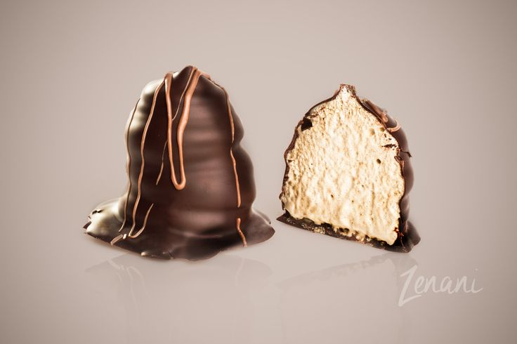 chocolate, flødebolle med mocca, product photography with reflection