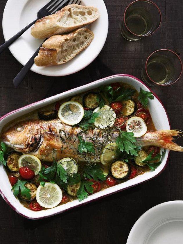 トマトやズッキーニが入ったイタリアンテイスト。白ワインベースのソースに魚の旨みも加わり、奥深い味わいに。ハーブの香りも食欲をそそる。 『ELLE gourmet(エル・グルメ)』はおしゃれで簡単なレシピが満載!
