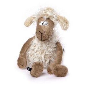 Chytrá ovečka přijde všemu na kloub. Má ráda hlavolamy a různé hry, nevadí jí prohrávat. Hlavně, že je legrace.