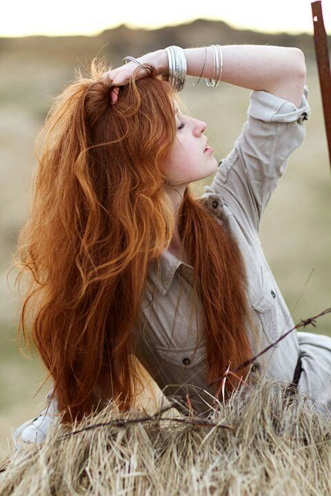 El color de cabello rubio cobrizo se impone en todas sus tonalidades,convirtiéndose en la tendencia del 2015/2016 mas predominante de los to...