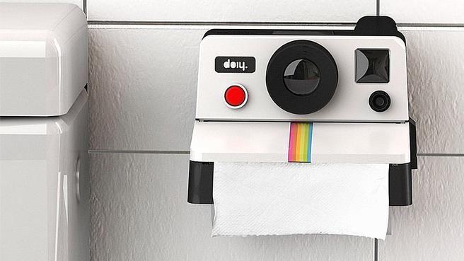 10 objets déco pour les toilettes // http://www.deco.fr/diaporama/photo-10-objets-deco-pour-les-toilettes-72878/accessoires-decoratifs-inspiration-classique-1033374/#slideshow_trans