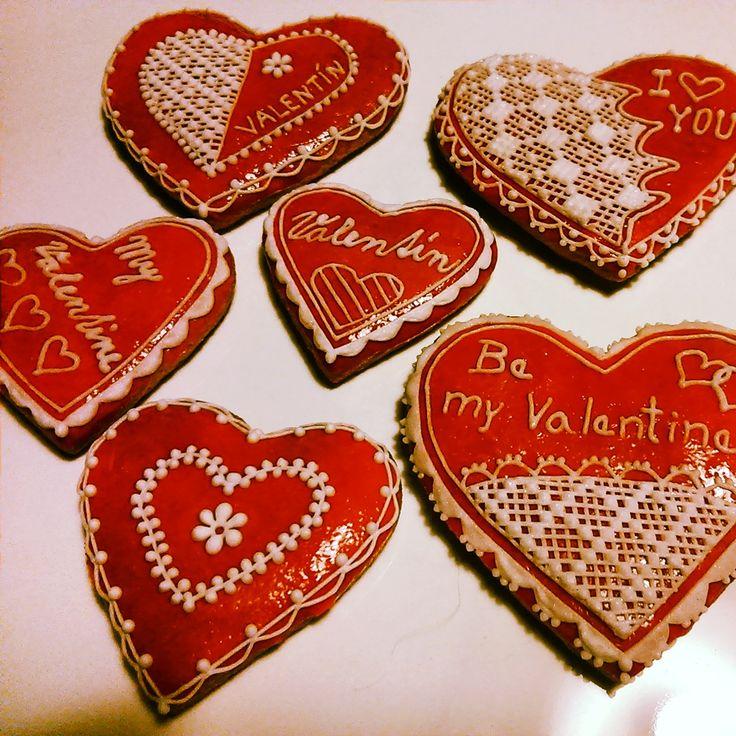 Valentine's Honiees - Valentine's hearts made of honey cookies. Valentýnská perníčková srdíčka.