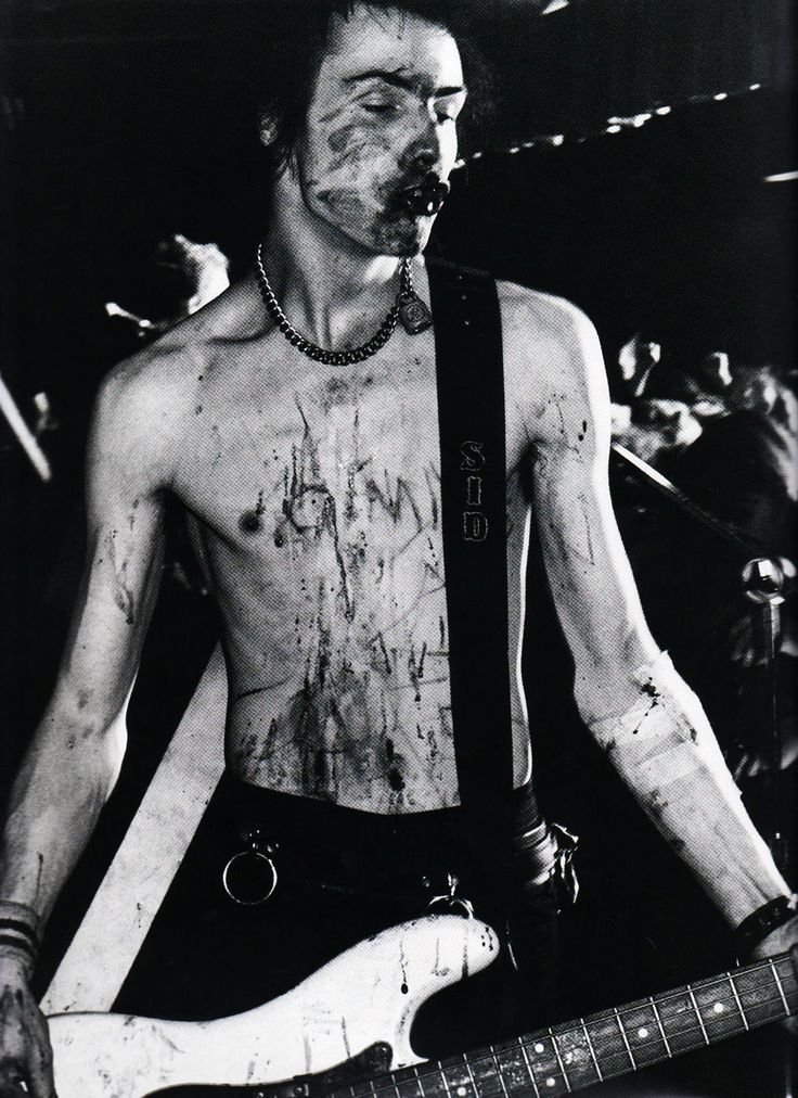 This photo is also very nice as it is quite graphic and defines who Sid Vicious was. The colour scheme is nice as you can tell that this is an old photo.