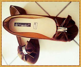 Flat Brown - Amelia Butik Online  Kode Produk : MLY02  Flat Brown  Bahan : beludru Colour : coklat Size : 37-40  Kontak Amelia Butik :  SMS : 0856-4063-4309 BBM : 275D50E5