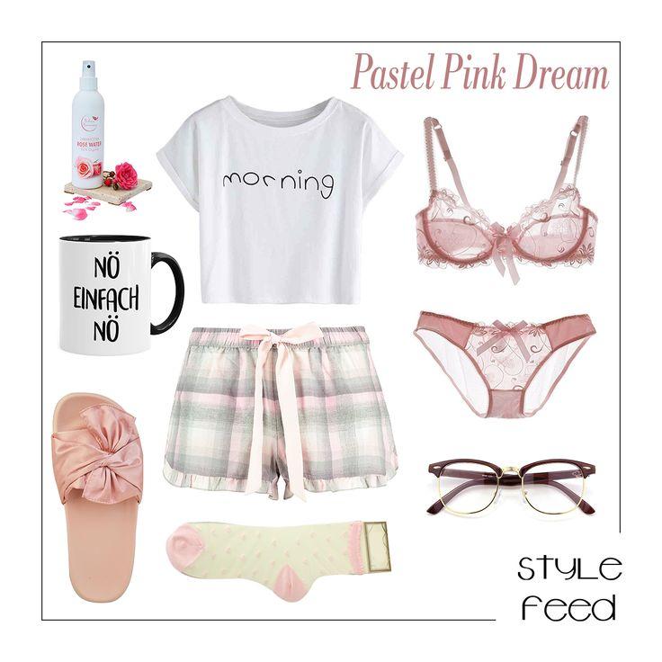 Gemütlich und schön! Für einen Tag zu Hause brauchst du ein Outfit, in dem du dich wohl fühlst - wie dieses weiße Crop Top mit den Hunkemöller Shorts mit Schleifenbund und Rüschensaum. Dazu ein rosa Dessous-Set aus feiner Spitze, rosa Schleifen Schlappen und transparente Socken mit Herzen. Pink Checkered Ribbon Shorts / Ruffle Shorts / Ribbon Flats / Pink Ribbon Shoes / Geek Glasses / Pink Lace Dessous / Pinker Pyjama / Pink Pajamas / Sleepwear / Schlafanzug Set Sommer / Cozy Wear…