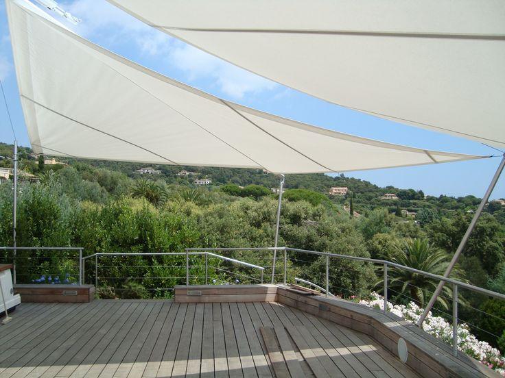 Côte d'Azur ! Superbe terrasse en bois brut et voile d'ombrage Sunsquare :-)