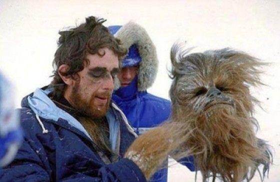 Peter Mayhew con su disfraz de Chewbacca en plan Hamlet.