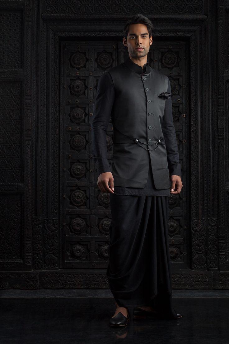 8c97cf54ec9d77a429d06023bf0b11f7  indian groom tarun tahiliani - Modern Wedding Wear