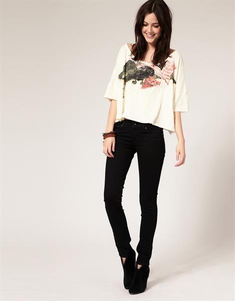 Молодежные черные джинсы женские