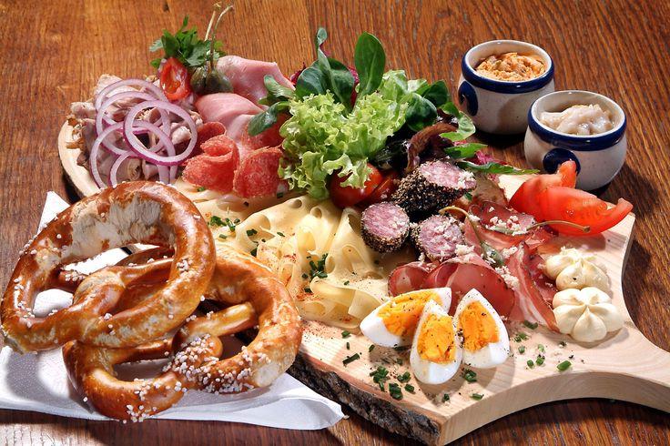 Bodenständige österreichische Küche und zünfitge Schmankerl im PitterKeller