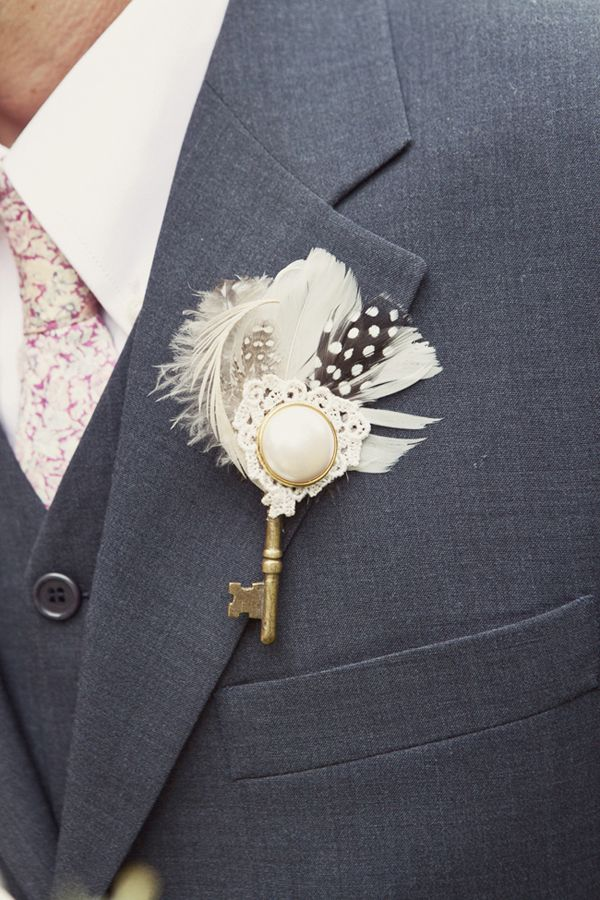 Unique-Key-Feather-Boutonniere. key to my heart. adorable.
