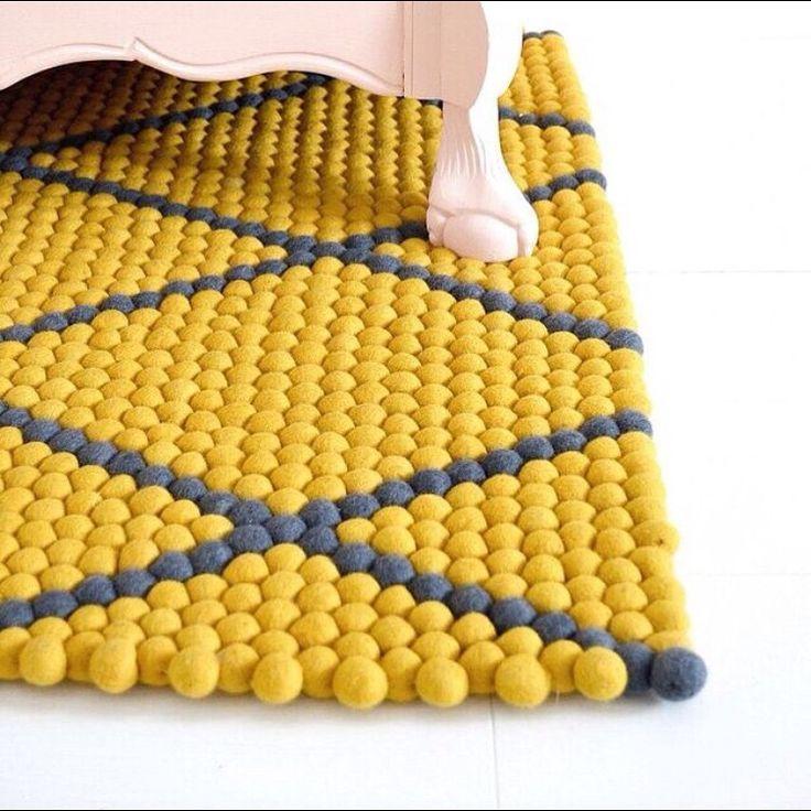 Jede #Farbe ist gut, so lange sie mit dem Raum passen. Daher, bevor Sie Ihre idealen Farben auswählen, vergleichen Sie sie mit den aktuellen #Farbtönen von Ihrem #Haus, einschließlich der Wände, Vorhänge, Stuhlkissen und alle #Kunstwerke, die Sie haben. Sonnige #Teppiche für sonnige Tage! Entdecken Sie mehr auf Sukhi.de