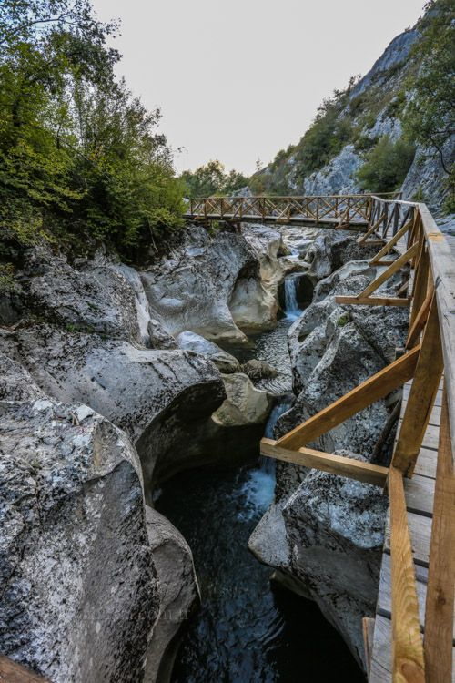 Horma kanyonu/Kastamonu/// İçinden Zarı Çayı geçen kanyon, yaklaşık 4 km. uzunluğunda olmasına rağmen yerel rehber kullanılmadan geçilmemesi gereken bir kanyondur. Suyun geçtiği alanlarda oluşan derin kazanlar ve kuyular, Horma Kanyonu'nu oldukça tehlikeli kılmaktadır.