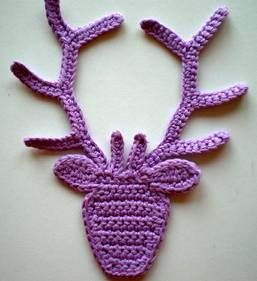 crochet deer. Might come in handy. NO PATTERN and not in english... Going to try and figure it out anyways