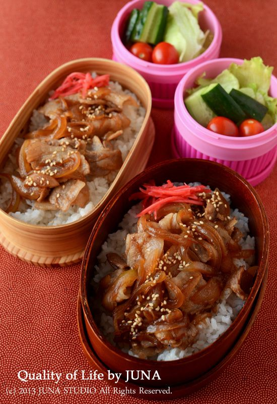 Japanese Butadon Bento (Rice covered with Pork and Onion) 豚丼弁当