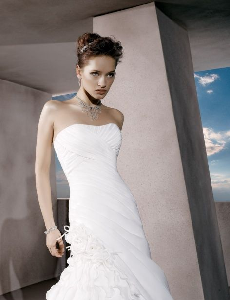 Strapless A-line organza bridal gown,Style No.0bg00578,US$409.00