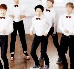 Kyungsoo's special dance he looks possessed by the spirit of rhythm lol #D.O #EXO