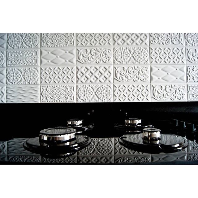 By @wnetrzagalewska   Instagram   vives azulejos y gres   vives ceramica   mugat   rivoli   white tiles