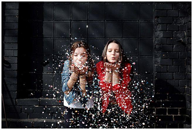 Foto aufgenommen bei Outdoor-Fotoshooting mit zwei besten Freundinnen in Berlin …