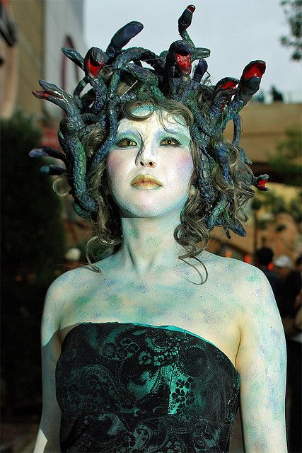 Have to try and make something like this, want to dress up as Medusa for Halloween now! Check more at http://blog.blackboxs.ru/category/halloween/
