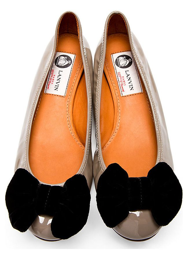 Low-top patent leather flats in grey. Bow detail at round toe in black velvet. Tan leather sole. Designed by Lanvin. http://zocko.it/LD4Nr