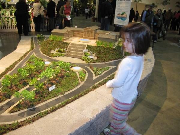 This miniature Philadelphia cityscape was created using drought-resistant plants. http://gobigorgohomeblog.com/1972: Miniature Philadelphia, Drought Resistant Plants, Philadelphia Flower, Philadelphia Cityscape