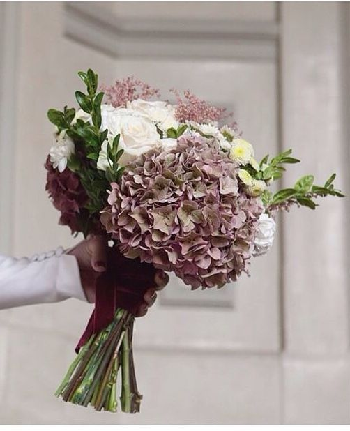 Ramo de novia hortensias rosas #innovias https://innovias.wordpress.com/2016/02/22/ramos-de-novia-by-innovias-una-misma-flor-dos-estilos/