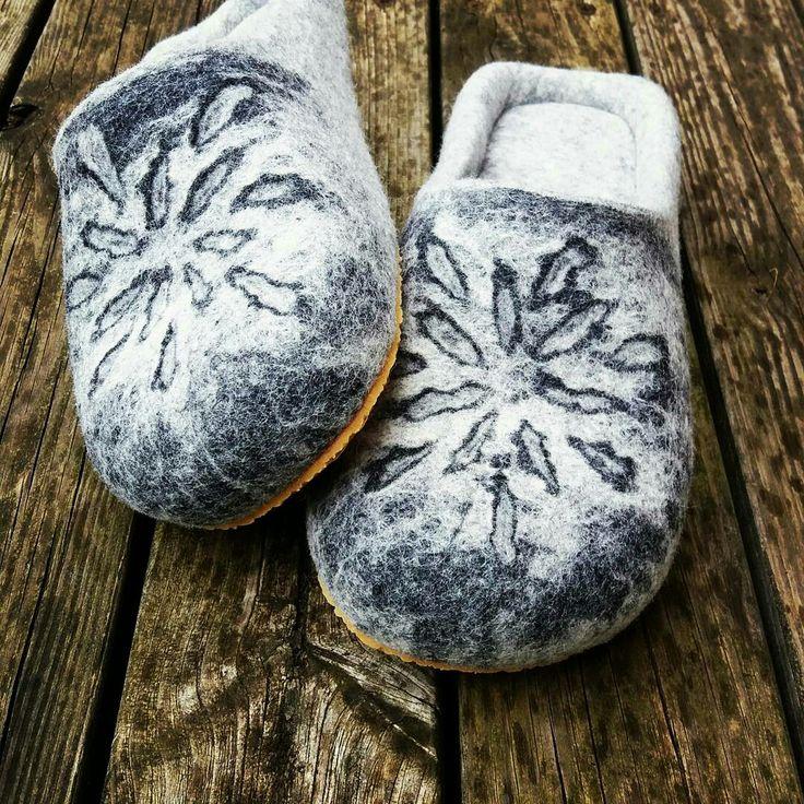 wet felted wool slippers with soles SAULE MĀKOŅOS filca čības www.pamana.lv