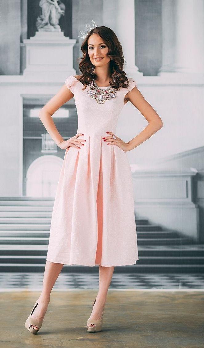Розовое платье миди пышное