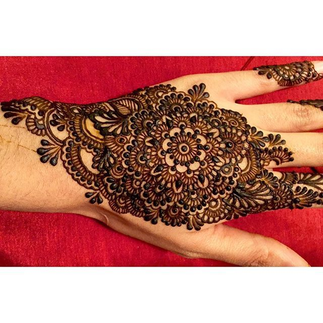 Closer look; Full design from last night. #henna #mehndi #mehendi #hennacolor…