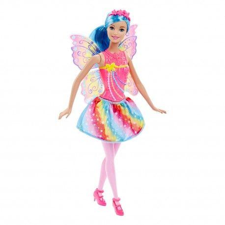 Barbie Fairytale Fee heeft prachtige regenboogkleuren op haar vleugels! Laat je fantasie de vrije loop want met Barbie You can be anything.  In de nieuwe Fairytale lijn van Barbie is Barbie een prachtige fee met regenboogkleuren op haar rok, top en vleugels.  Geheel in stijl fladdert Fairytale Barbie erop los. Bedenk jij welke verhalen Barbie als fee allemaal kan beleven?