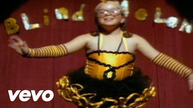 "Blind Melon - No Rain (4:15) - by emimusic; Richard Shannon Hoon (lead singer); Heather DeLoach as Bee Girl - yes, she's from ""A Little Princess"" (1995) as Ermengarde   YouTube <3 ... #BeeGirl; #HeatherDeLoach; #RIPRichardShannonHoon :'("