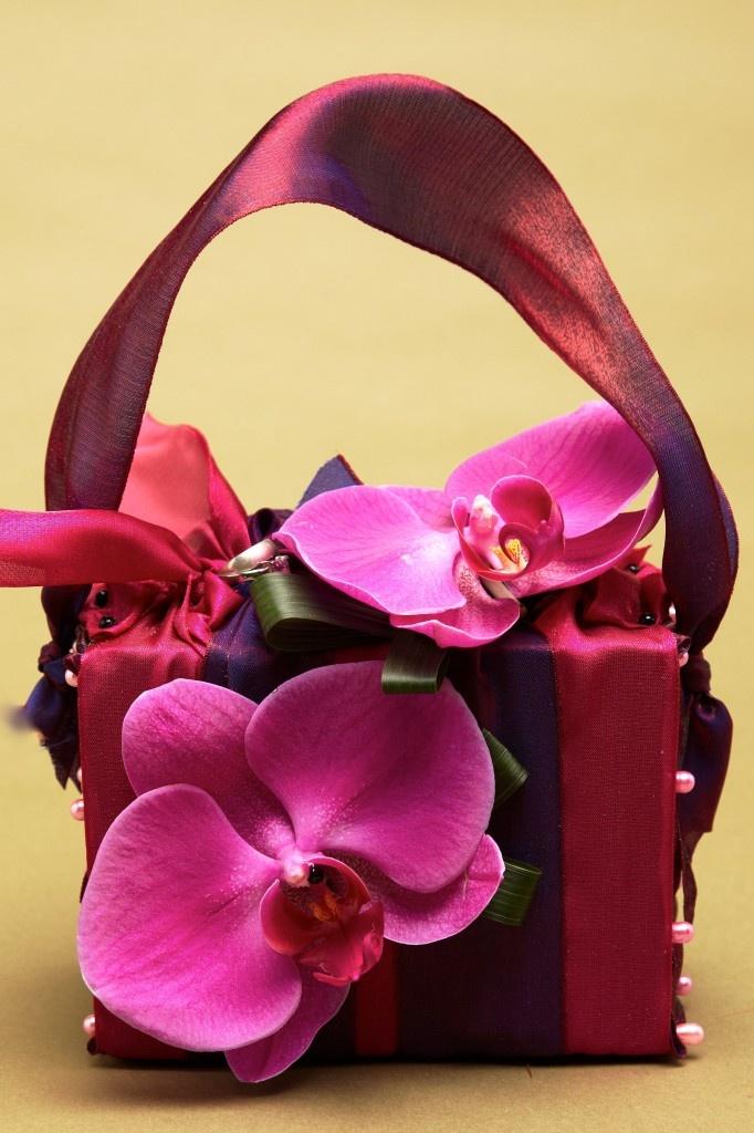 Carteira feita com flores (procurar em flower bags)
