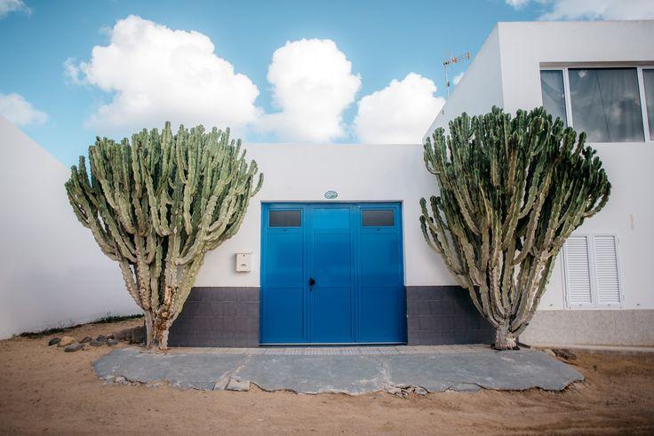 https://flic.kr/p/CuPdxb | blue gate | La Graciosa, Spain
