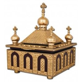 Reliquary, made to order. Made from copper, brass, oak.Covered with 2 µm thick layer of gold. Made using soldered background filigree technique. #orthodox #orthodoxy #church #orthodoxchurch #easternorthodoxy #orthodoxculture #religion #faith #Christian #Christianity #CatalogOfGoodThoughts #CatalogOfGoodDeeds #CatalogOfStElisabethConvent