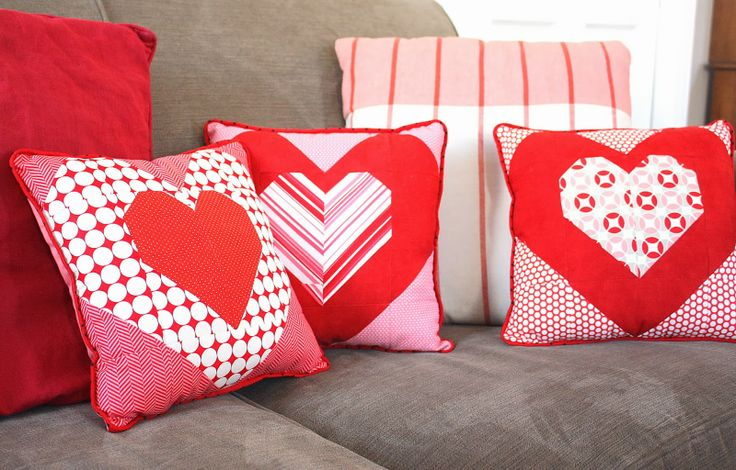 cute red & white patchwork hearts pillows, from the diary of a quilter site