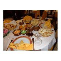 *** Promozione Menù Completo - 16 Euro a persona (SABATO SOLO A PRANZO)***  Prima portata: Sabji Pakora e Paneer Tikki (verdure in pastella di farina di ceci e crocchette dorate di formaggio indiano) Cheese Naan (il classico pane indiano di farina bianca ripieno di formaggio)  Seconda portata: Chana Masala (curry di ceci in una ricca e speziata salsa di cipolle e pomodoro)  A scelta tra: Murg Shai Korma (bocconcini di pollo in una salsa di panna ed anacardi, delicato piatto della tradizione…