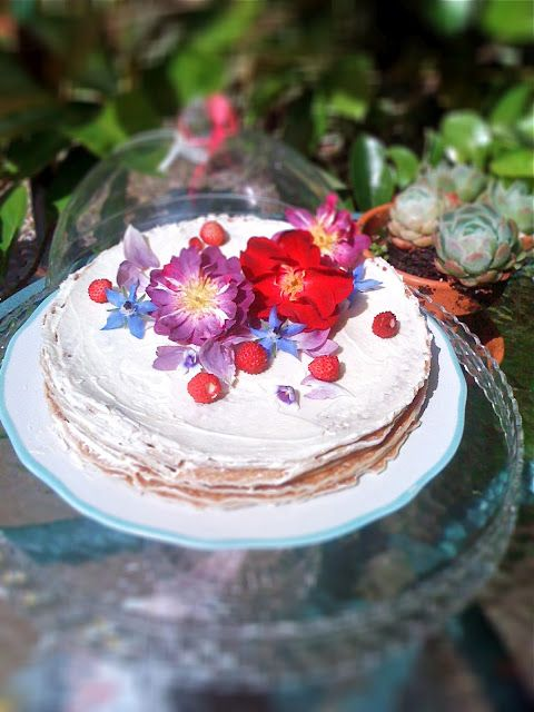 Cooking with flowers: Crêpe cake with Cointreau butter and flowers