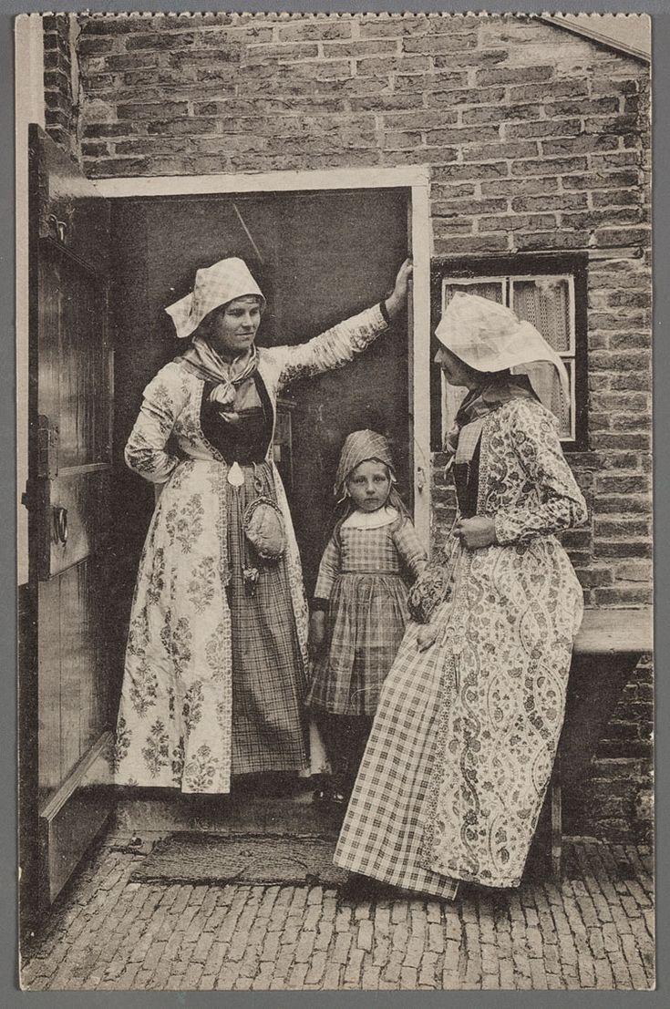 Hylper burenpraatje, Hindeloopen - prentbriefkaart 1905-1920