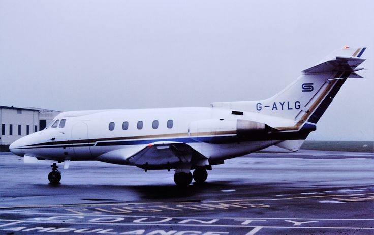 G-AYLG By Rob Hodgkins (G-AYLG HS125 CVT 01-03-77) [CC BY-SA 2.0 (http://creativecommons.org/licenses/by-sa/2.0)], via Wikimedia Commons