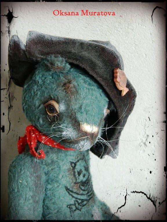"""""""Я - старый морской Кот, и я не знаю слов любви....""""  Чистых 100 процентов брутальности! Морской котик пошит из вискозы очень красивого оттенка - цвета штормовой волны. Шляпа снимается, татуировка на груди - только вместе со шкурой!!!"""