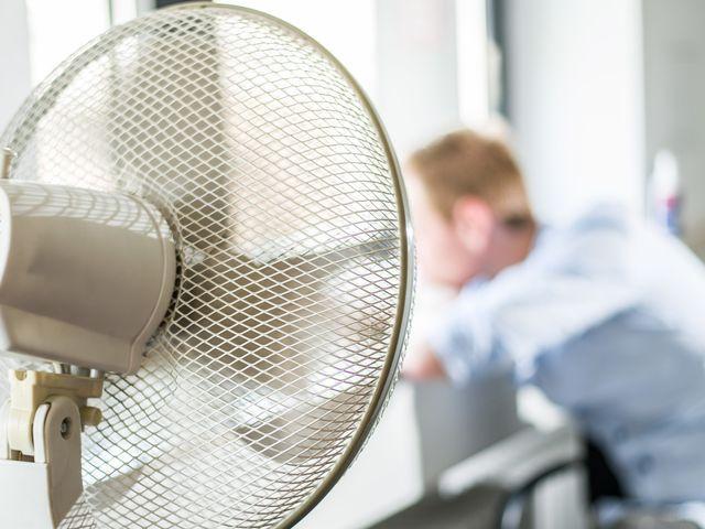 Hitze im Büro: Wann kann man auf eine Klimaanlage bestehen? |ZEIT ONLINE