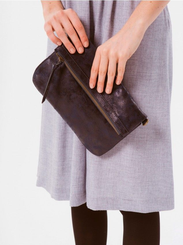 Paula Navy Bag // Medium sized handbag, perfect for day or evening looks. Made of polyleather, the inside of this handbag conceals a long, self-adjusting strap so you can also carry it over the shoulder, if you prefer.